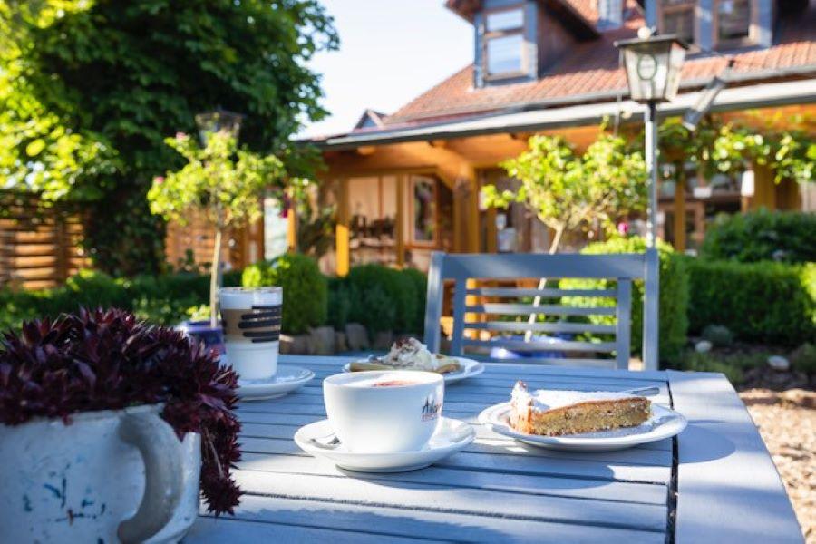 Kaffee_Kuchen_Garten