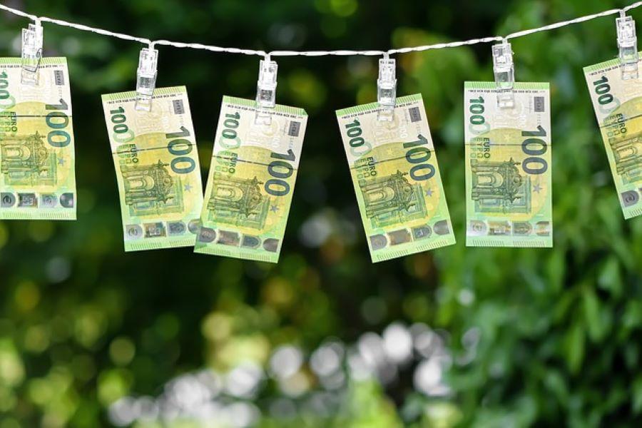 money-100-900x600